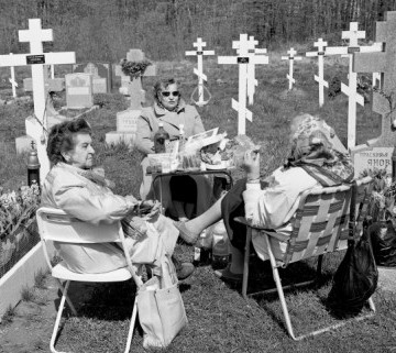 Social gathering and sharing a meal during Russian Easter honoring the dead, Spring Valley, New Jersey, 1997
