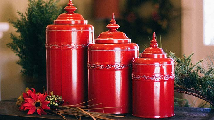 Red urns